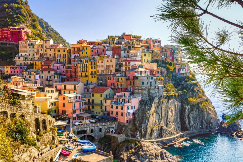 the picturesque tiwn of cinque terra as seen on our sailing experience in Italy